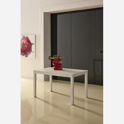 Tavolo con struttura in legno di faggio laccato bianco