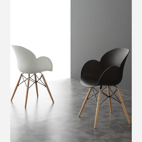 sedie in legno e polipropilene