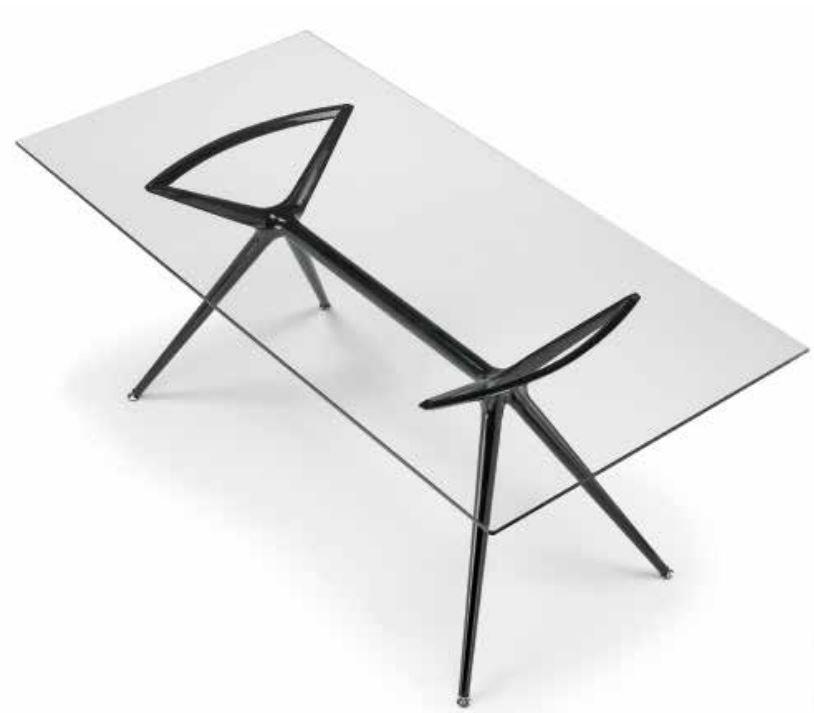 tavolo metro la seggiola trasparente